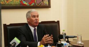 Peter Brennan pide reunión de despedida con Morales y Huanacuni