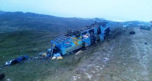La Paz: Vuelco de bus deja cinco fallecidos y 35 heridos