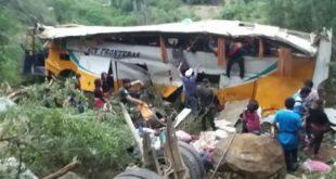 Accidente en Vallegrande deja tres muertos y 25 heridos