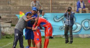 Universitario derrota a Bolívar en La Paz y jugará un partido extra con Petrolero