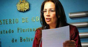 Exdirectora de Migración pide garantías y se querella contra supuesto funcionario de Gobierno