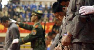 China ejecuta a 10 personas juzgadas ante miles de personas