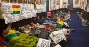 Opositores levantan huelga de hambre contra el Código Penal