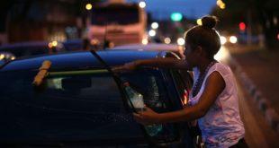 """Brasil decreta """"situación de vulnerabilidad"""" en la frontera con Venezuela por la afluencia de refugiados"""