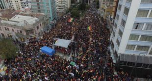 Opositores exigen a Morales que respete la Constitución y renuncie a su repostulación